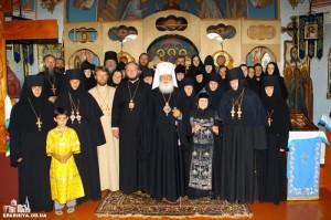 6. Монашествующие с Владыкой Агафангелом