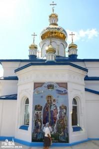8. Образ Богодицы на храме